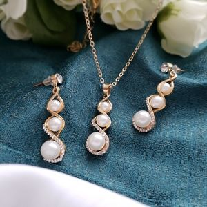 Jewelry - Fine Pearls Crystal Pendant Necklace Set